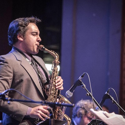 Howi Dietz playing the alto saxophone